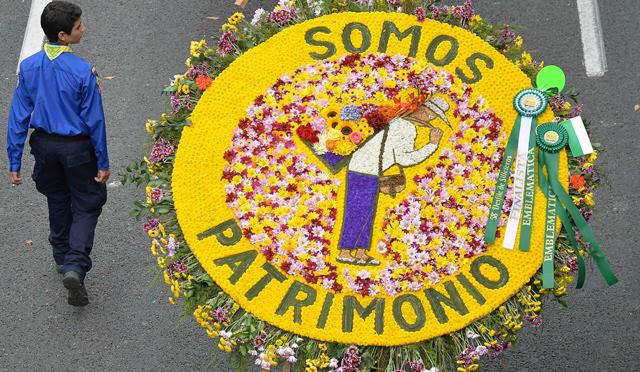 Desfile de silleteros cerr la feria de las flores de for Silletas para ninos