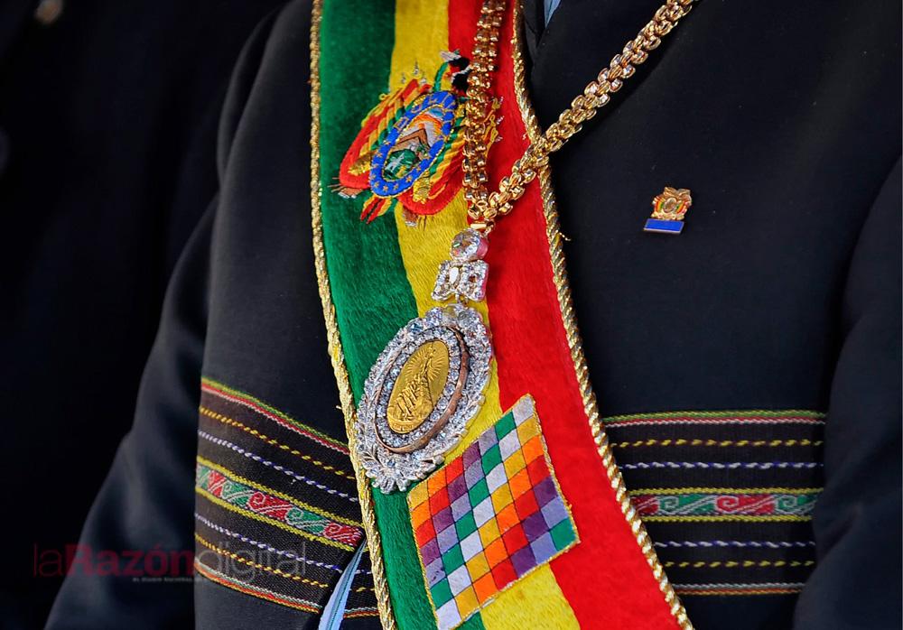 Resultado de imagen para medalla presidencial de bolivia