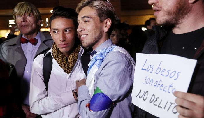 ¿Sí hubo exhibicionismo de pareja gay en el Centro Comercial Andino?