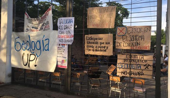 Estudiantes de geología de la Unipamplona bloquearon sede en Villa del Rosario - La Opinión Cúcuta