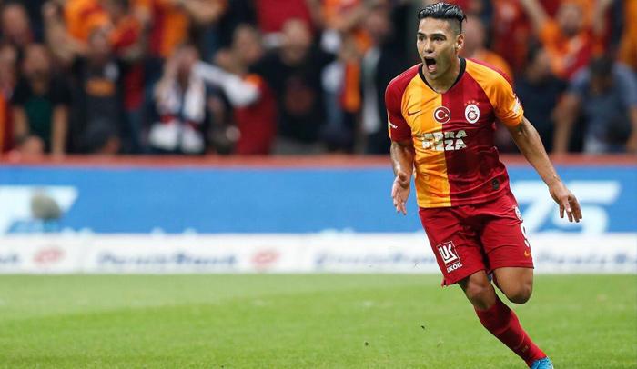 Falcao viajó a Paría con el Galatasaray para el duelo de Champions