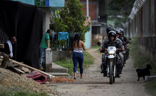 Cinco policías heridos en primer día de paro armado del Eln