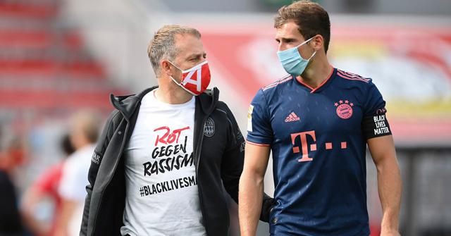 Bayern acaricia el título y protesta contra el racismo
