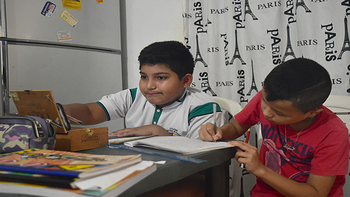 José junto a su compañero Gerardo están muy motivamos en seguir aprendiendo.