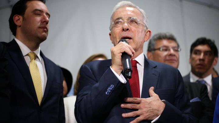 El expresidente de Colombia Álvaro Uribe fue citado de nuevo para este viernes 9 de abril