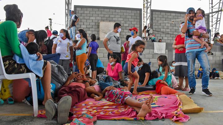 Los enfrentamientos han provocado el desplazamiento de más de 5.000 personas hacia territorio colombiano