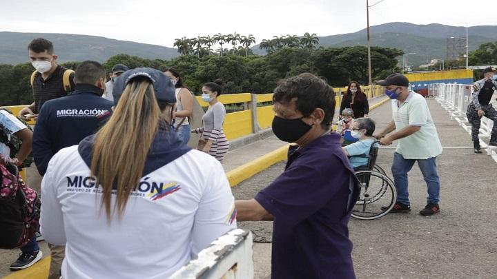Frontera entre Colombia y Venezuela: abierta y con pico y cédula